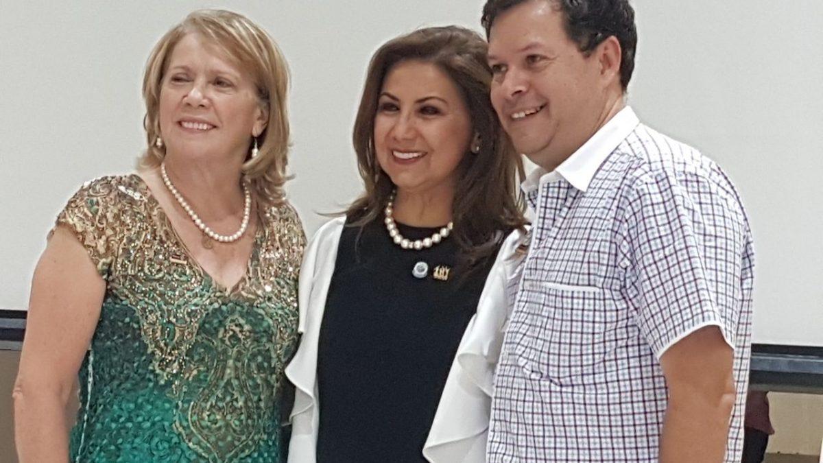 Los impulsores del Proyecto Casa de Acogida para Mujeres con Cáncer, junto a la Presidente del Club